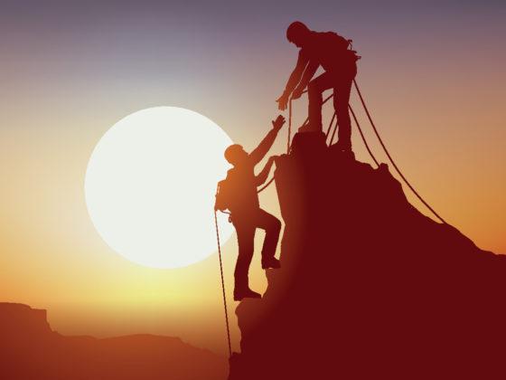 Alpinistes vers le sommet